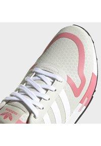 adidas Originals - SMOOTH RUNNER - Zapatillas - alumina/ftwr white/hazy rose - 5