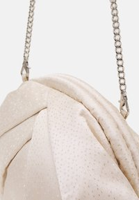 Núnoo - SAKI CHRISTMAS - Clutch - white/gold - 3