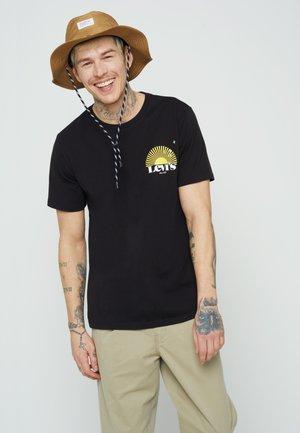 GRAPHIC CREWNECK TEE UNISEX - Print T-shirt - blacks