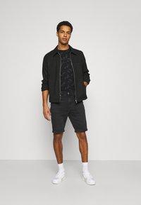 Calvin Klein Jeans - Denim shorts - denim black - 1