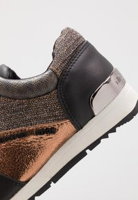 MICHAEL Michael Kors - ZIA ALLIE JETTE - Sneakers laag - brown - 2
