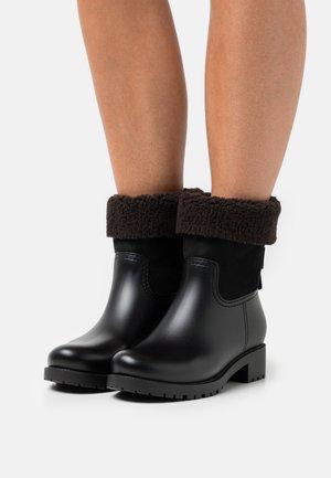 JANNET - Winter boots - black