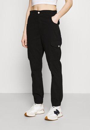 ONLJENNI LIFE PANT - Pantalon cargo - black