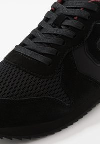 Superdry - RETRO RUNNER - Trainers - black - 5