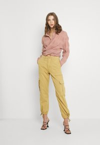 Missguided - SHEER CRINKLE EXTREME OVERSIZED SHIRT - Button-down blouse - blush - 1