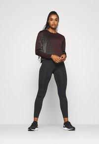 Nike Performance - RUN DIVISION HOLOKNIT  - Camiseta de deporte - black/team red - 1