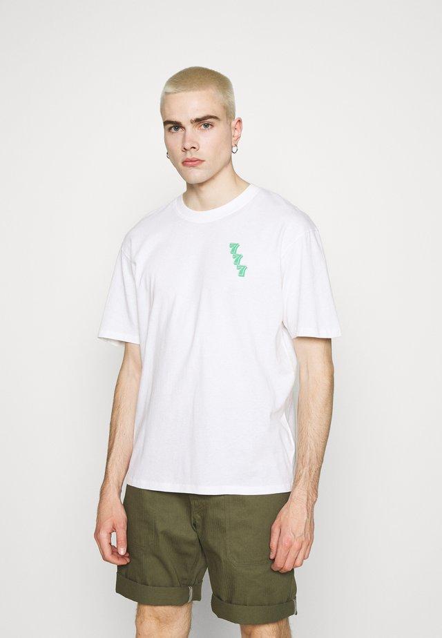 LUCKY OTOKO UNISEX - Print T-shirt - white