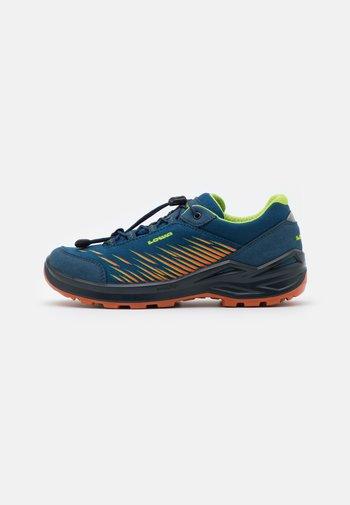 ZIRROX GTX JUNIOR UNISEX - Hiking shoes - blau/orange