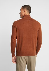 Burton Menswear London - CORE HALF ZIP  - Jersey de punto - natural - 2