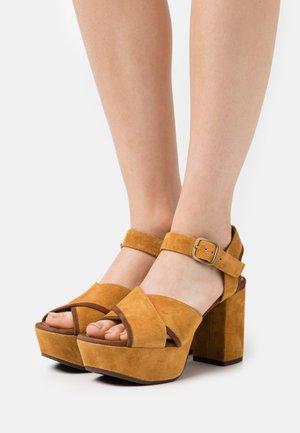 YENDI - Platform sandals - zeus/castano