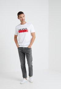 HUGO - DOLIVE - Print T-shirt - white - 1