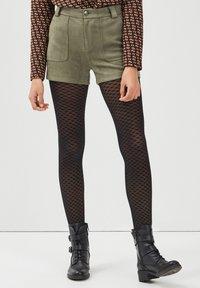 BONOBO Jeans - Shorts - vert khaki - 0