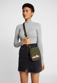 Ellesse - TEMPLETON - Across body bag - khaki - 5