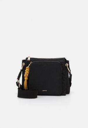 CROSSBODY BAG MISTY - Sac bandoulière - black