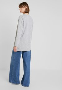 ONLY - ONLKIMBERLY JOYCE LONG CARDIGAN - Strikjakke /Cardigans - light grey - 2