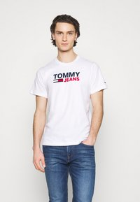 Tommy Jeans - CORP LOGO TEE - T-shirt med print - white - 0