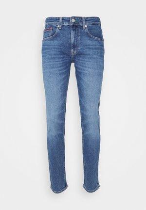 AUSTIN SLIM TAPERED - Zúžené džíny - mid blue denim