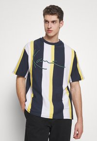 Karl Kani - UNISEX SIGNATURE STRIPE TEE - Print T-shirt - navy - 0