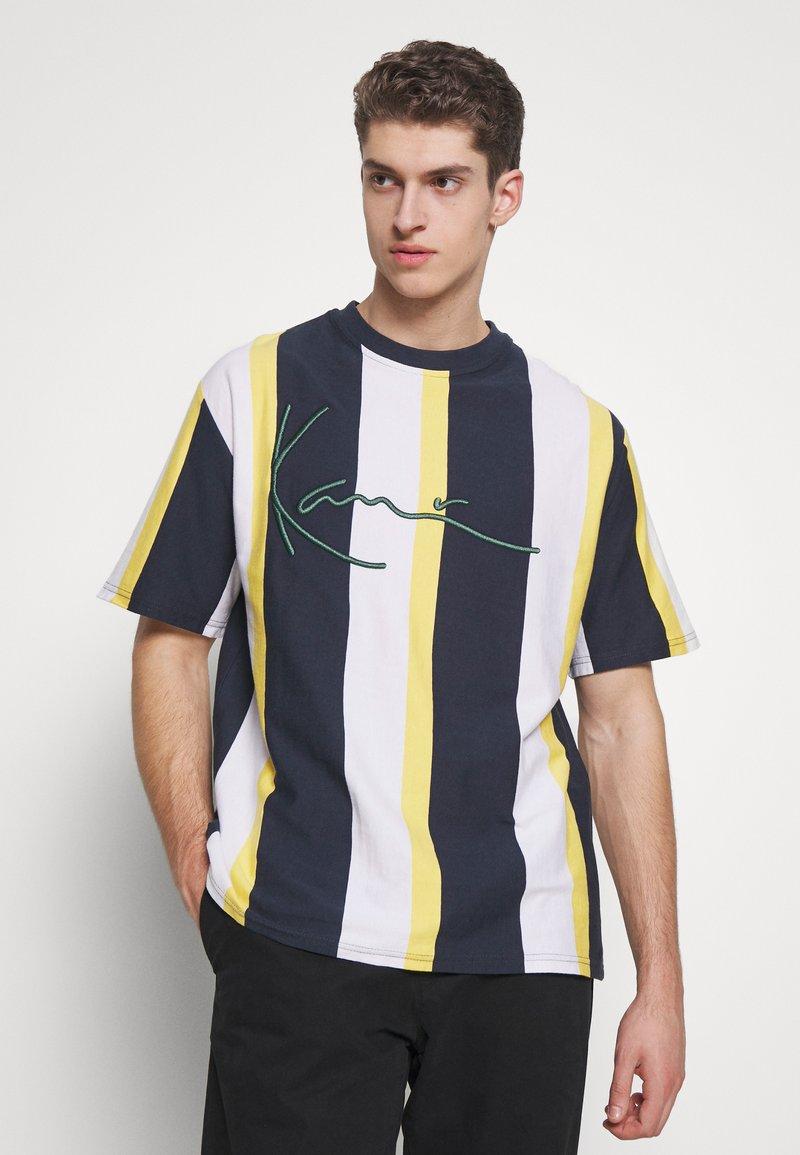 Karl Kani - UNISEX SIGNATURE STRIPE TEE - Print T-shirt - navy