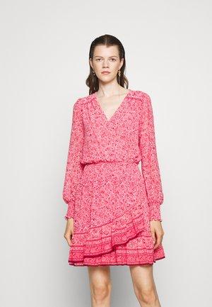SCARF HIPPIE JULIA DRESS - Day dress - rose pink