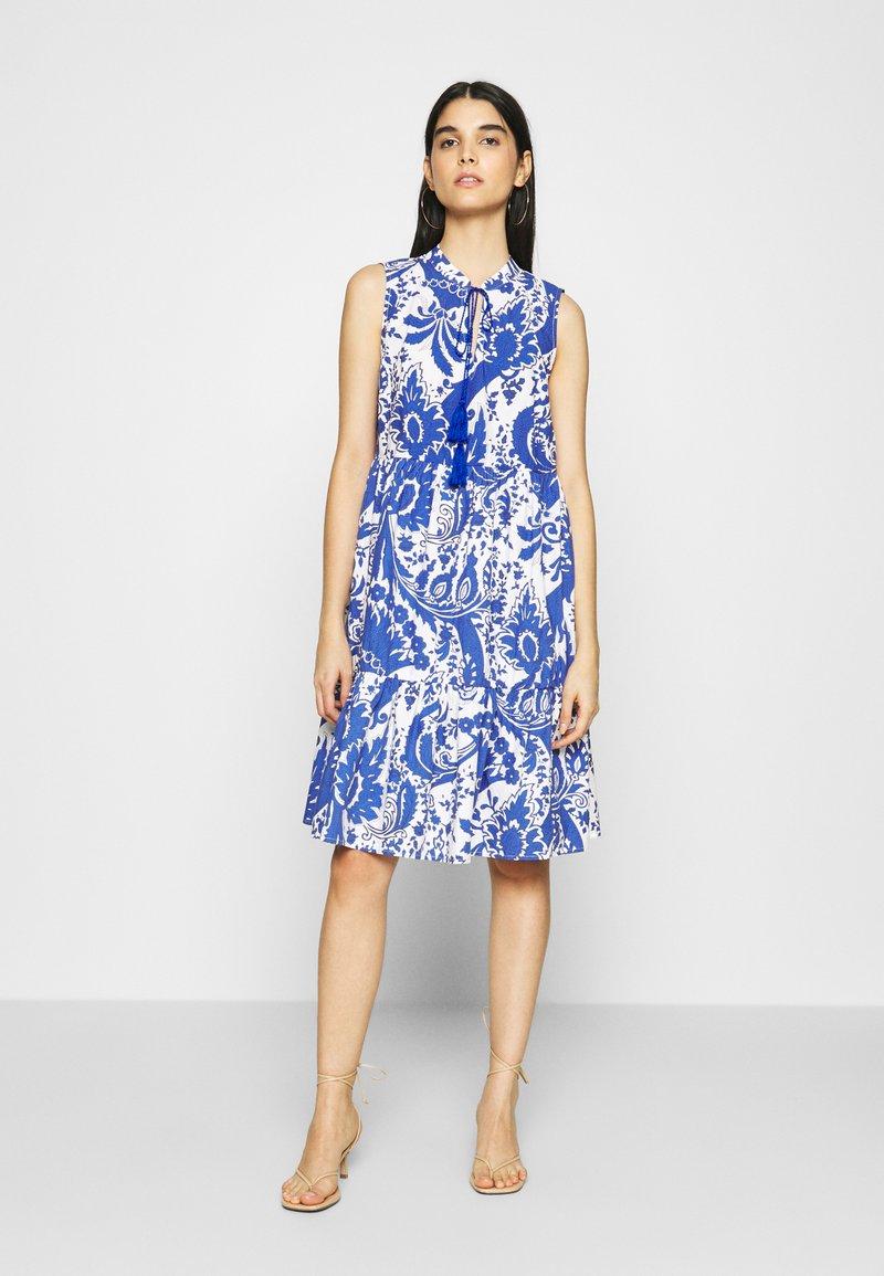 Emily van den Bergh - Day dress - white/blue