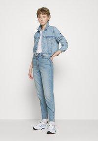 New Look - WAIST ENHANCE MOM BRENDEN - Relaxed fit jeans - light blue - 1