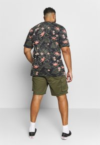Only & Sons - ONSCAM CARGO - Shorts - olive night - 2