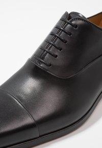 Magnanni - Eleganckie buty - black - 5