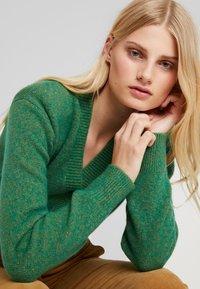 Birgitte Herskind - PATRICIA CARDIGAN - Chaqueta de punto - green - 3