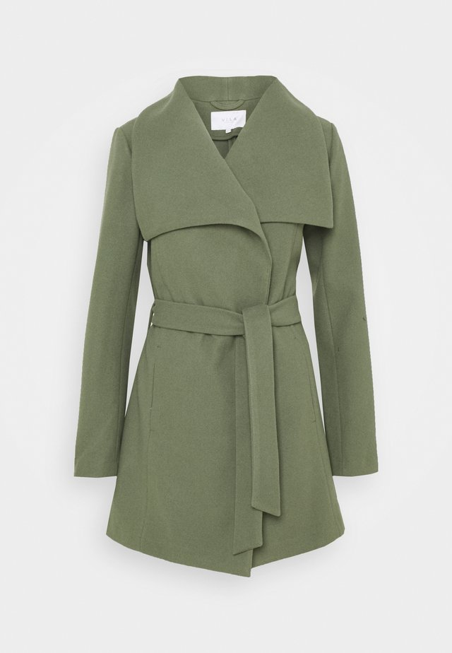 VIPUKTI COAT - Kort kåpe / frakk - medium green