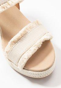 Tommy Hilfiger - FRINGES MID WEDGE  - Platform sandals - ivory - 2