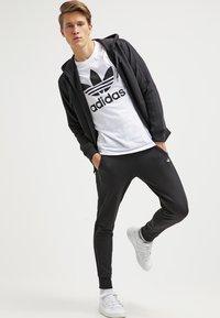 adidas Originals - ORIGINAL TREFOIL - T-shirt med print - white - 1