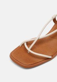 ÁNGEL ALARCÓN - T-bar sandals - nacre - 7