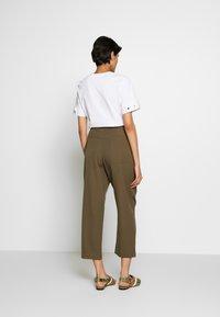 3.1 Phillip Lim - SNAP PANT - Spodnie materiałowe - fir green - 2