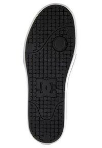 DC Shoes - PURE - Obuwie deskorolkowe - black/grey/red - 3