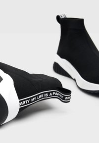 Bershka - Sneakers laag - black - 5