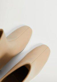 Mango - COMFY - Classic ankle boots - ecru - 4