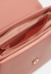Valentino by Mario Valentino - DIVINA  - Handbag - rosa antico - 2