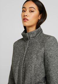 Vero Moda - VMJULIAVERODONA HIGHNECK - Short coat - dark grey melange - 3