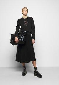 KARL LAGERFELD - IKONIK RHINESTONES  - Sweatshirt - black - 1