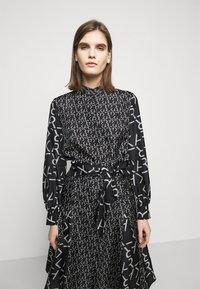 KARL LAGERFELD - FUTURE LOGO DRESS - Robe chemise - digital karl black - 3