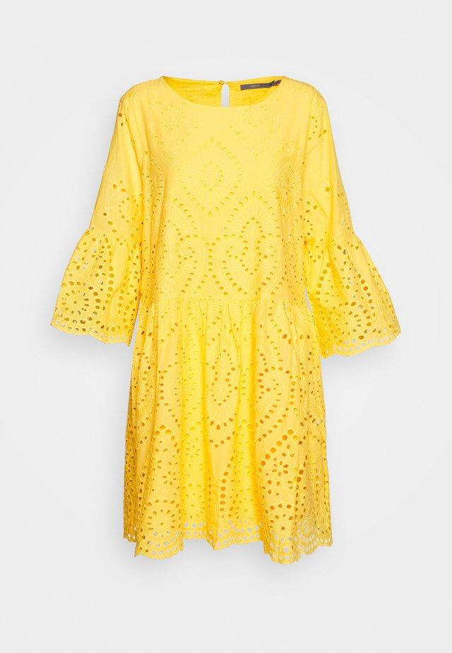 BYFABIA - Vapaa-ajan mekko - cornsilk