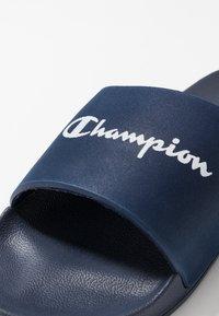 Champion - BELIZE - Kapcie - navy/white - 5