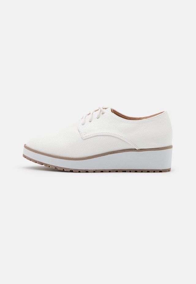BUBBLES - Veterschoenen - white
