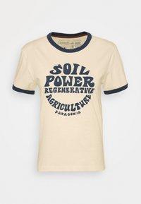 Patagonia - ROAD TO REGENERATIVE RINGER TEE - T-shirt imprimé - white wash - 3