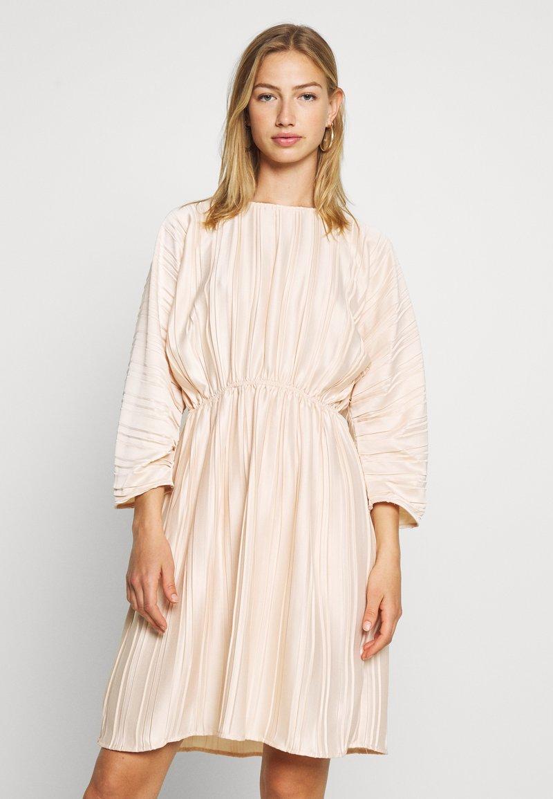 NA-KD - PLEATED OPEN BACK DRESS - Day dress - light pink