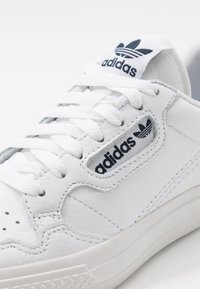 adidas Originals - CONTINENTAL - Matalavartiset tennarit - footwear white/collegiate navy - 5