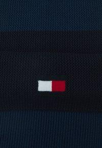 Tommy Hilfiger - BIG FLAG SCARF UNISEX - Halsduk - faded indigo - 2