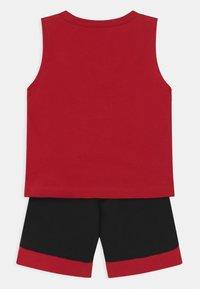 Jordan - VARSITY PATCHES SET UNISEX - Sports shorts - black - 1