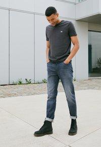 Lee - AUSTIN - Straight leg jeans - dark shark - 2